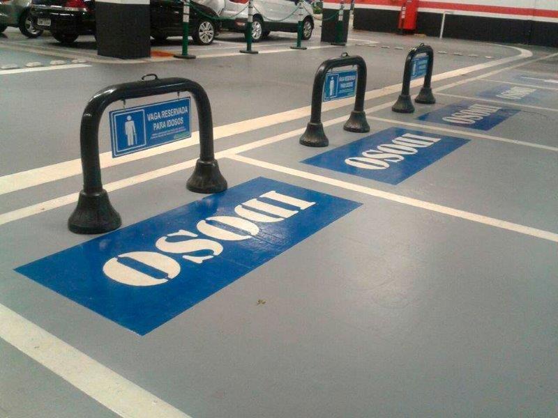 Sinalização de estacionamento para idoso
